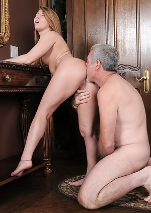 Sexy Lexi Leigh gets pounded