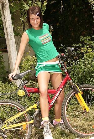 Hot teenage girl on a bike stops for public masturbation
