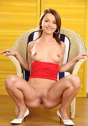 Symbia loves spreading her legs and make some hot nude posing on cam