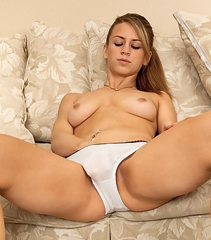 Athletic coed Delilah Blue spreads her roast beef lips.