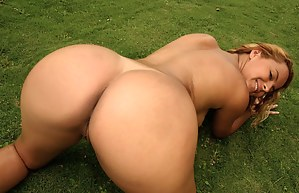 Hardcore outdoor fuck is the best way to star a good day. The chick is demonstrating fantastic fuck skills making her lover feel great.